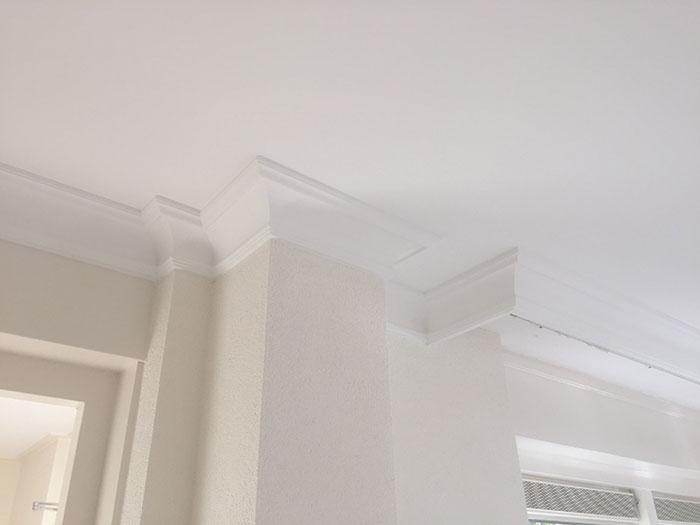 plafond glad gestuct en kooflijst geplaatst stucadoorsbedrijf wes beentjes. Black Bedroom Furniture Sets. Home Design Ideas